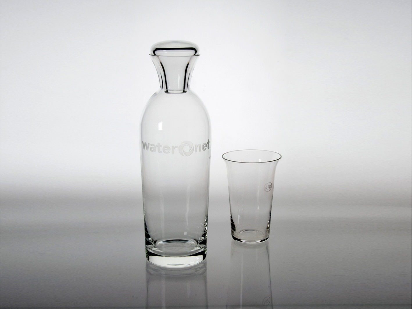 Waternet carafe and glass